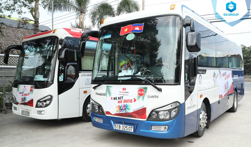 Xe ôtô đời mới đưa đón và phục vụ Quý khách trong suốt hành trình tour
