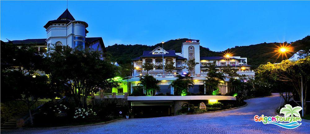 Những khách sạn ở trung tâm thành phố Đà Lạt thường có giá đắt đỏ hơn so với những nhà nghỉ, khách sạn xa trung tâm.