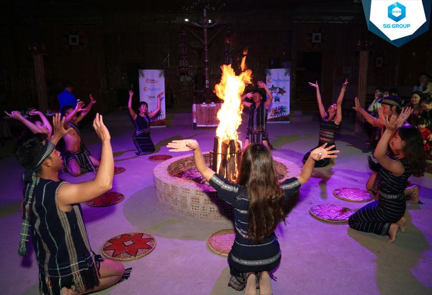 Tiệc BBQ kết hợp lửa trại do Saigontourism tổ chức tại Đà Lạt cho ClickAWebDr