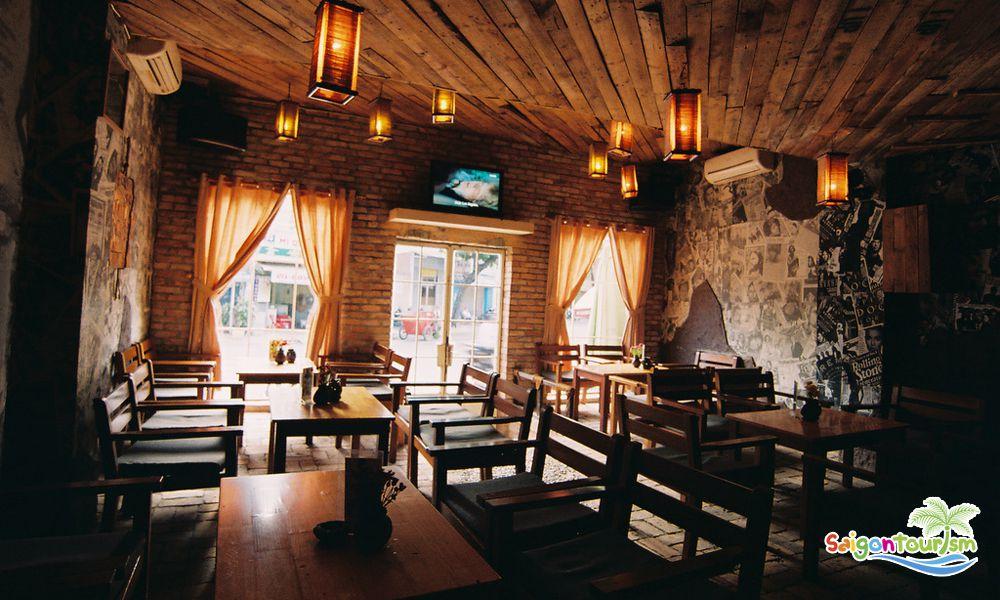 Một góc trong quán cà phê Let it be ở Nha Trang