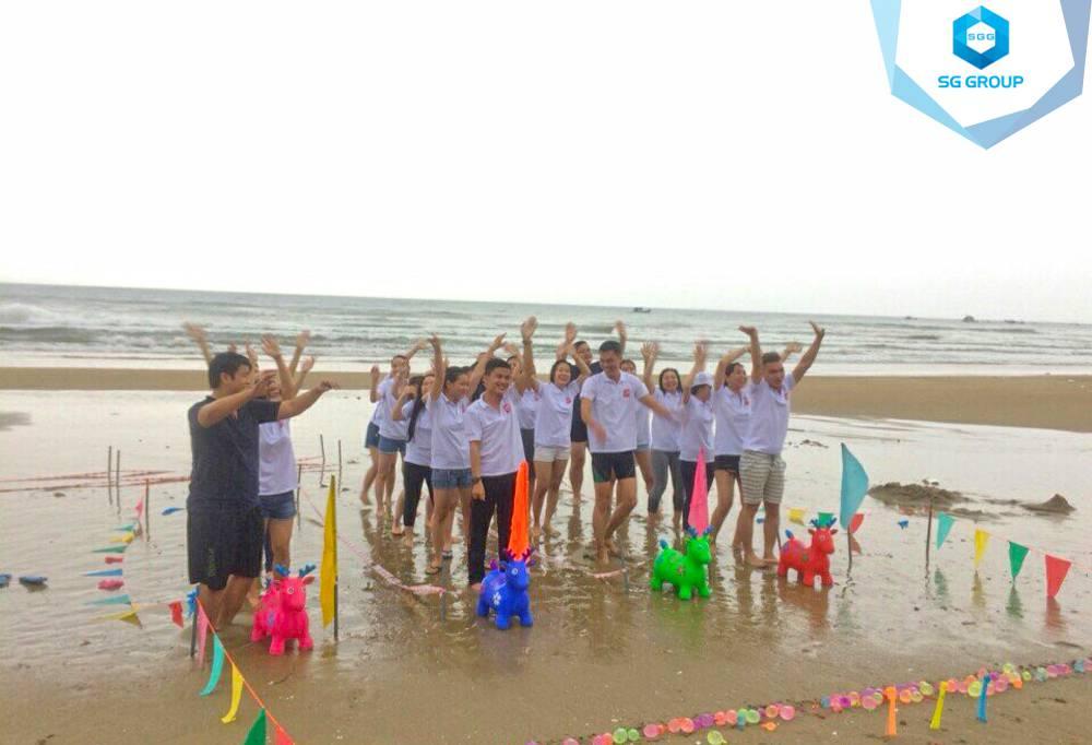 Teambuilding VNNgaynay tại bãi biển Phan Thiết