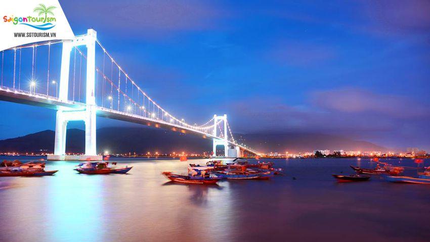 Cầu Thuận Phước tại Đà Nẵng lúc về đêm