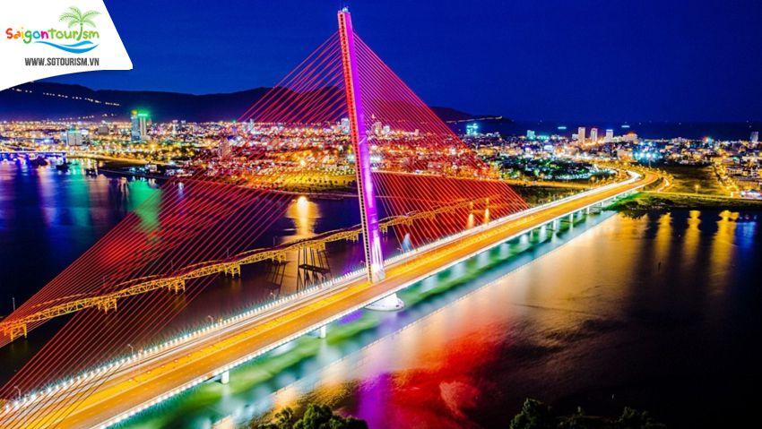Cầu Trần Thị Lý tại Đà Nẵng lúc về đêm