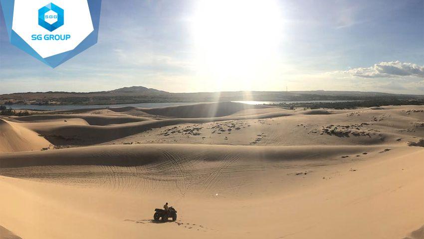 Bàu Trắng và Bàu Sen là nơi có hồ nước ngọt ngay giữa đồi cát Mũi Né