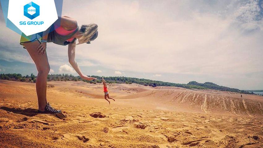 Đến đồi cát hồng Phan Thiết bạn sẽ có vô vàng những tấm ảnh độc đáo và ấn tượng