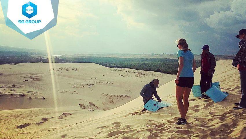 Trượt cát hay còn gọi là lướt ván là môn thể thao được yêu thích tại đây