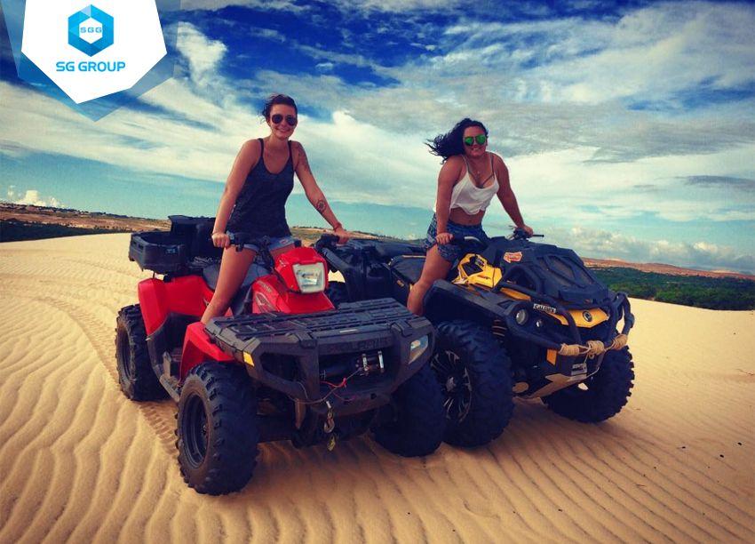 Đừng bỏ qua trò xe máy vượt cát vô cùng thú vị này tại đồi cát bay nhé