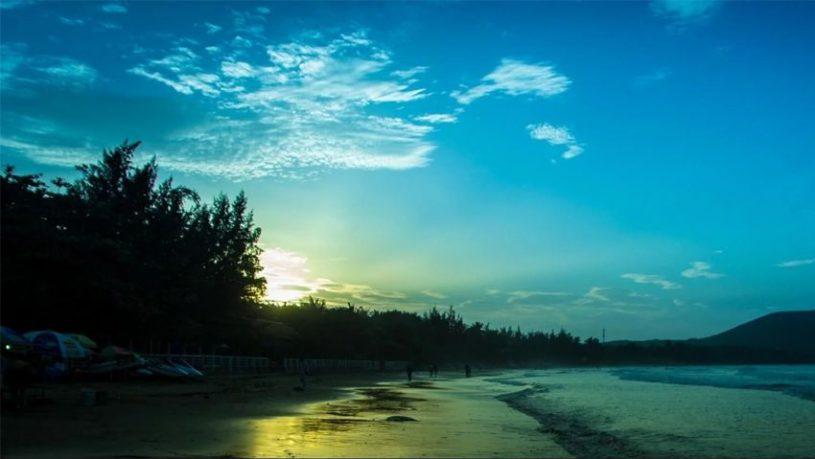 Vẻ đẹp quyến rũ của bãi biển Hòn Rơm