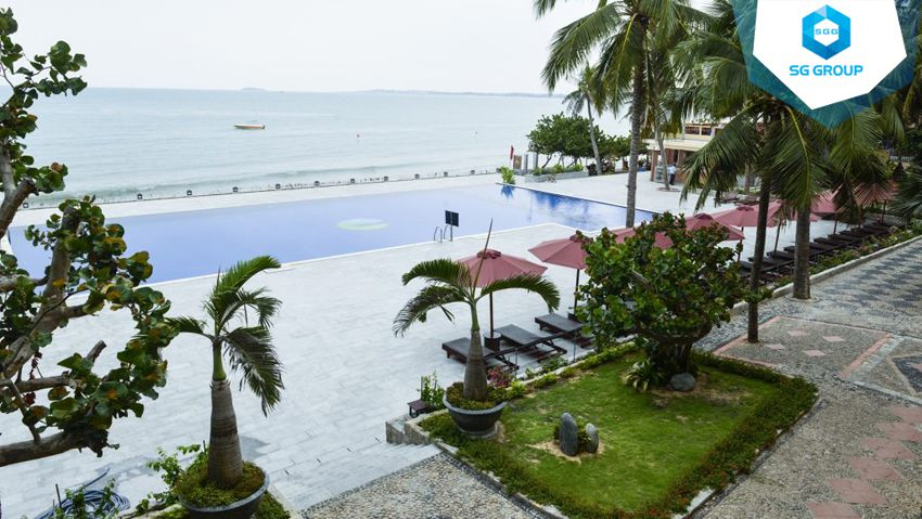Hon Rom Central Beach Resort