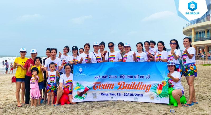 Hội Phụ nữ công ty cơ khí hóa chất Z114 tại bãi biển Vũng Tàu