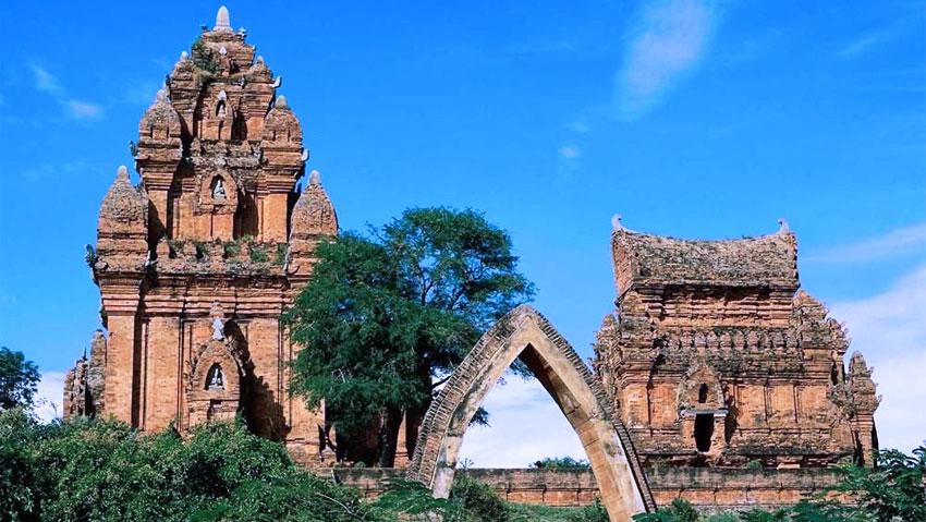 Tháp Po Sah Inư hiện đã được công nhận là di tích cấp quốc gia và là một điểm du lịch thu hút nhiều khách tham quan